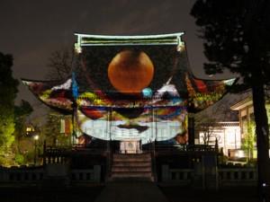 画像1:昨年2014年の円融寺のプロジェクションマッピングの様子 (映像:チドリグラフ、撮影:福原毅)